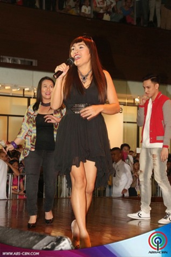 Jodi Sta Maria shows off her 'witwiw' legs